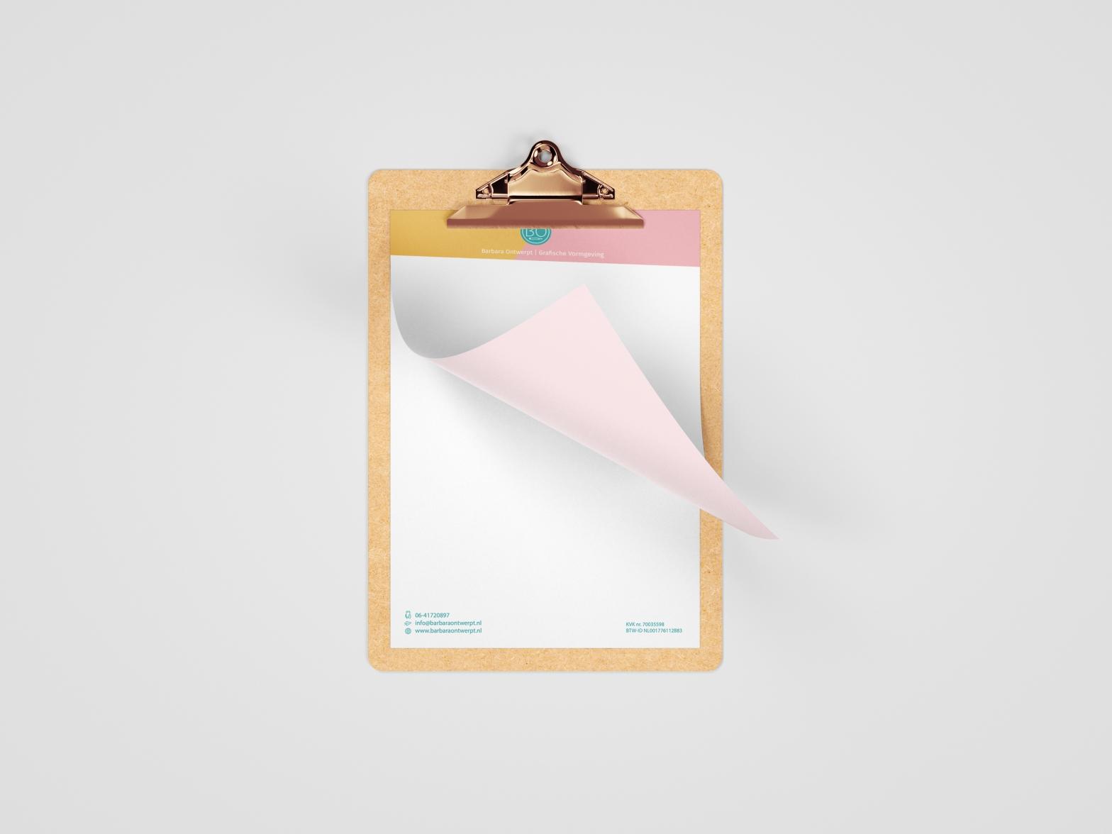 Briefpapier op klembord